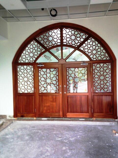 Cami Vitray Giriş Kapısı